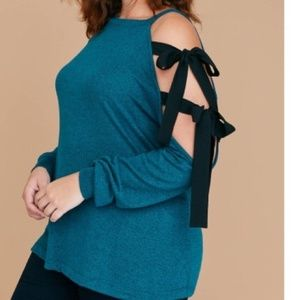 Lane Bryant 22/24 Cold Shoulder W/Bow Sweater